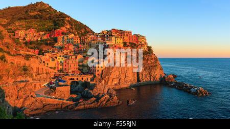 Manarola est une commune française, située dans la province de La Spezia, Ligurie, dans le nord-ouest de l'Italie. Banque D'Images