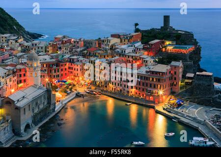 Vernazza (Latin: Vulnetia) est une commune française, située dans la province de La Spezia, Ligurie, dans le nord Banque D'Images