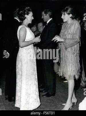 24 février 2012 - La princesse Margaret rencontre Barbara Streisand: Son Altesse Royale la princesse Margaret (à Banque D'Images