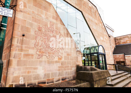 Le tribunal de la couronne de Nottingham county building panneau extérieur crest centre-ville de Nottingham UK GB Banque D'Images