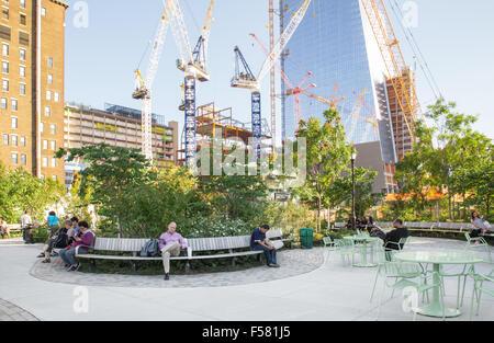 NEW YORK - 14 septembre 2015: voir de nouveau Chantiers Hudson Park à Manhattan avec les personnes visibles. Banque D'Images