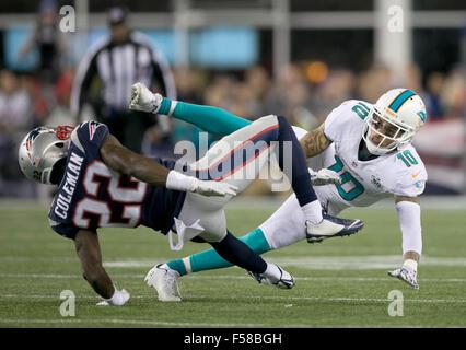 Foxborough, Massachusetts, USA. 29 Oct, 2015. New England Patriots Justin évoluait Coleman (22) entre en collision Banque D'Images