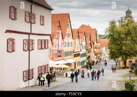 DINKELSBUEHL, ALLEMAGNE - 27 SEPTEMBRE: les gens dans la vieille ville de Dinkelsbuehl, en Allemagne le 27 septembre Banque D'Images
