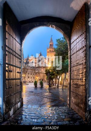 Giralda de Séville Los Reales Alcazares, Espagne Banque D'Images