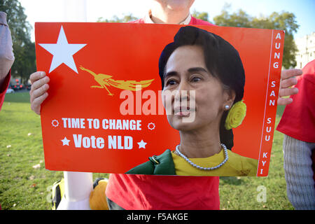 Ligue nationale pour la démocratie en Birmanie à l'extérieur du parlement de campagne à Londres, Angleterre, Royaume-Uni