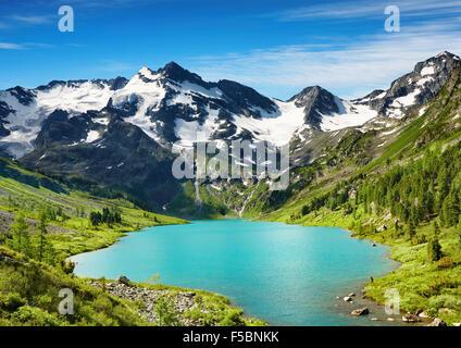 Beau lac turquoise en montagnes de l'Altaï Banque D'Images