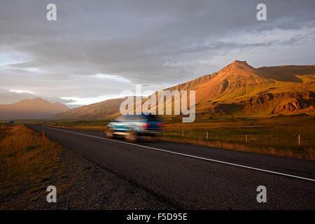 Vus sur la Route 1 (Périphérique) et paysage de montagne près de Hofn, Islande Banque D'Images