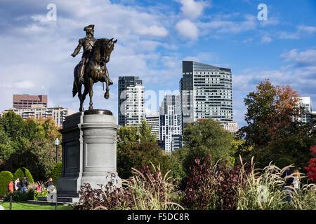 Equestrian statue en bronze de George Washington, dans le Jardin Public, Boston, Massachusetts, USA