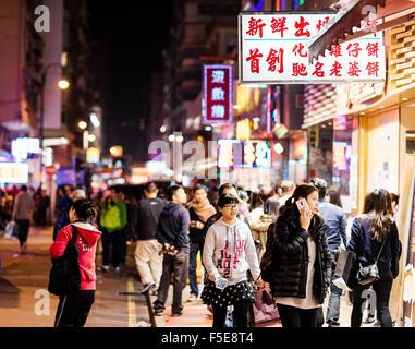 Scène de rue de Nuit à Mongkok, Kowloon, Hong Kong, Chine, Asie Banque D'Images