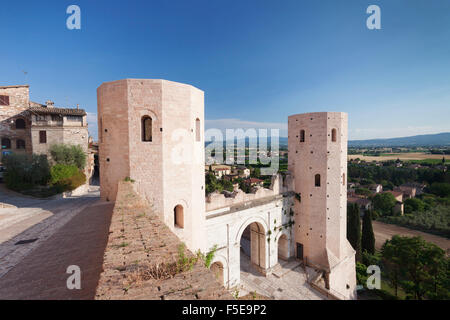 La porte de Porto Venere et Torri di Properzio Tower, Spello, Pérouse, Ombrie, Italie de district, de l'Europe Banque D'Images