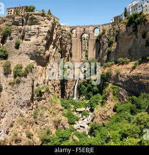 La gorge El Tajo et la Puente Viejo, Ronda, province de Malaga, Andalousie, Espagne, Europe Banque D'Images