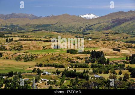 Vue sur campagne d'Alpine road, près de Queenstown, Nouvelle-Zélande Banque D'Images