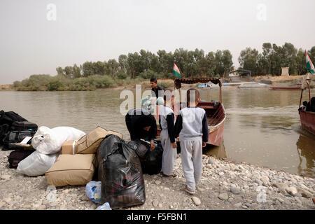 Les personnes qui traversent le voile le Semalka à travers le passage de la frontière du Tigre, qui se divisent Banque D'Images