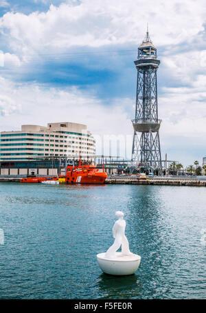 Espagne, Catalogne, Barcelone, Port Vell, Rambla del Mar, statue flottant par le sculpteur Robert Llimos stargazer