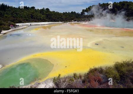 La palette d'artiste coloré Waiotapu lac thermal, Waiotapu Thermal Wonderland, Rotorua, île du Nord, Nouvelle-Zélande Banque D'Images