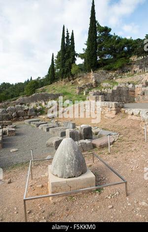 Le site archéologique de Delphes a été inscrit sur la la Liste du patrimoine mondial de l'UNESCO. Omphalos Banque D'Images