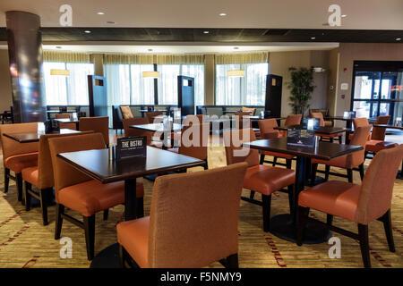 Stuart Floride Courtyard by Marriott hôtel motel à l'intérieur de hall petit déjeuner salle à manger Tables Chaises Banque D'Images