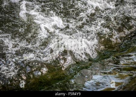 L'eau qui coule Banque D'Images