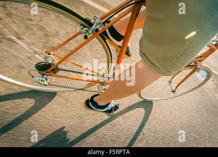La Suède, Vastergotland, Lerum, Man cycling Banque D'Images