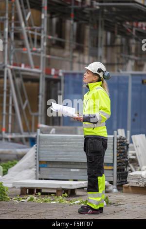 La Suède, Vastergotland, travailleur de la Construction à at construction site Banque D'Images