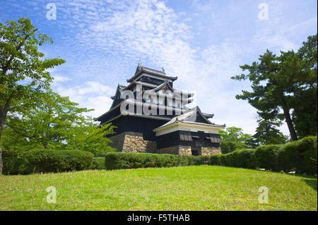 Matsue, Japon: Matsue castle (vers 1611) à Matsue, préfecture de Shimane, au Japon. L'un des 12 châteaux médiévaux Banque D'Images