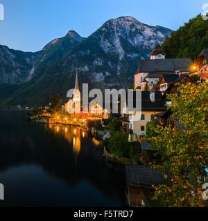 Lever de soleil à Hallstatt, dans la région de l'Autriche est un village dans la région du Salzkammergut, une région en Autriche.