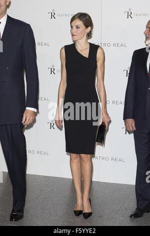 Reine Letizia d'Espagne et le roi Felipe VI d'Espagne assister à la nouvelle saison du Théâtre Royal d'inaguration: Banque D'Images