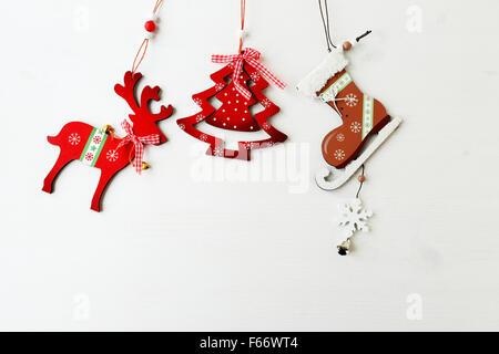 Décorations de Noël vintage sur fond de bois
