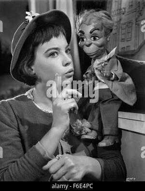 DATE DE SORTIE: Mars 10, 1953. Titre du film: Lili. STUDIO: Metro-Goldwyn-Mayer (MGM). Résumé: Les membres d'un Banque D'Images