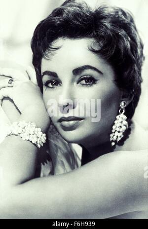 1953, le titre du film: JEUNE FILLE QUI A TOUT, Studio: MGM, Photo: épaules nues, PARTIE DU CORPS, ELIZABETH Banque D'Images