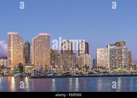Honolulu city skyline reflet dans l'océan, Virginia, United States Banque D'Images