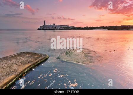 Cuba, La Havane, Malecon, Fortaleza de San Carlos de la Cabana Banque D'Images