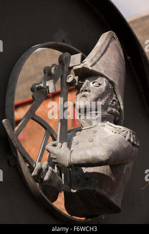 Royaume-uni, Angleterre, dans le Yorkshire, Hull, Quartier des musées, navigateur intégré à la sculpture wall Banque D'Images