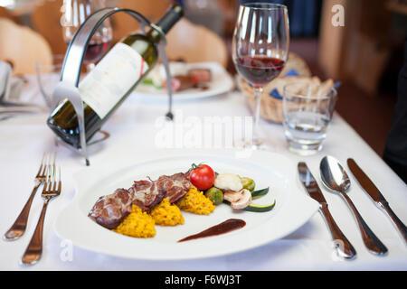 Saltimbocca de red deer, restaurant Piz Scalottas, Lenzerheide, Scharans, Canton des Grisons, Suisse Banque D'Images