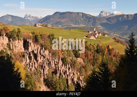 Pyramides de terre Renon-Ritten, près de Bolzano, le Tyrol du Sud, Italie. Banque D'Images