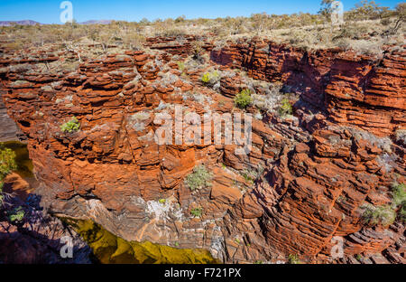L'Australie, Australie occidentale, Pilbara, Hamersley Range, le parc national de Karijini en couches, rock face Banque D'Images