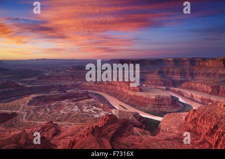 Colorful sunrise à Dead Horse Point, Colorado, Utah, USA Banque D'Images