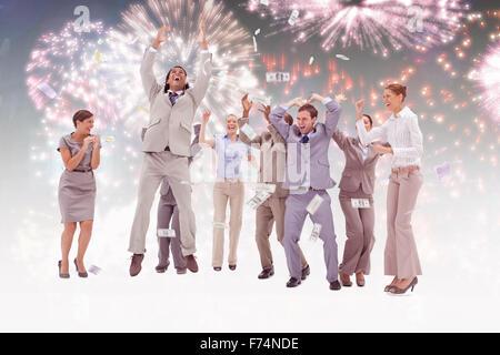... Image composite de très heureux les gens avec de l argent qui tombe du  ciel 93d5ed14451