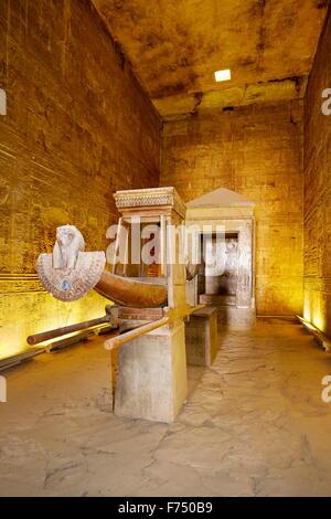 L'Egypte - Edfou, Temple d'Horus, arche d'Horus Banque D'Images