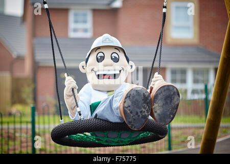 Vue sur New Riverside Quay Road, Lancaster, dans le Lancashire. Même aire de jeux pour enfants sur un nouveau domaine Banque D'Images