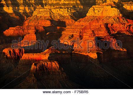 Le Grand Canyon vu de la rive sud au coucher du soleil de la Bright Angel Lodge situé dans le Nord de l'Arizona Banque D'Images