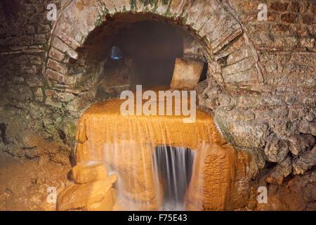 Des sources chaudes souterraines aux bains romains, baignoire Somerset England Royaume-Uni UK Banque D'Images