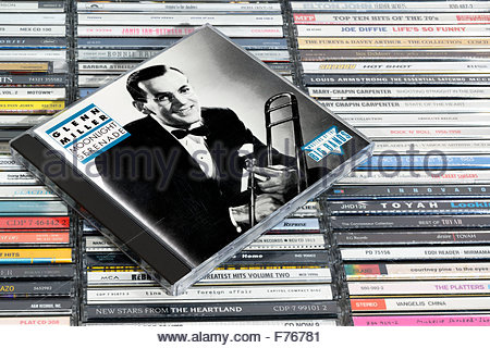 Album de Glenn Miller, Moonlight Serenade music CD empilés cas, l'Angleterre. Banque D'Images