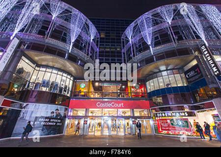 Belfast, en Irlande. 26 novembre, 2015. Plusieurs magasins dans les complexes de la cour du château se préparaient Banque D'Images