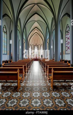 L'intérieur, la cathédrale catholique du Christ Roi, Reykjavik, Islande Banque D'Images