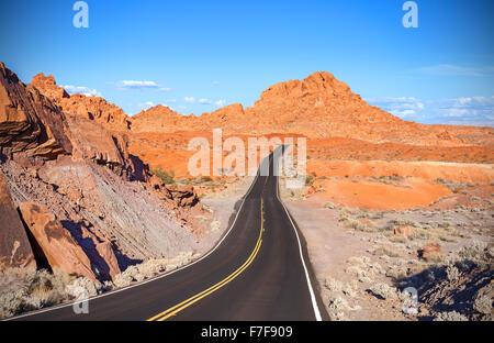 La liquidation de l'autoroute du désert, voyage adventure concept, Vallée de Feu Park, Nevada, USA.