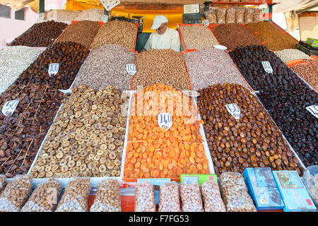 Les fruits séchés et les noix à vendre à Marrakech, Maroc. Banque D'Images