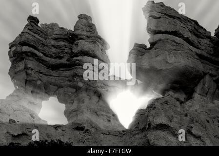 Arches de roche et le coucher du soleil. Bryce National Park, Utah Banque D'Images