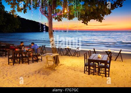 Restaurant de plage à la Lima Coco Resort, Koh Samet Island, Thaïlande Banque D'Images