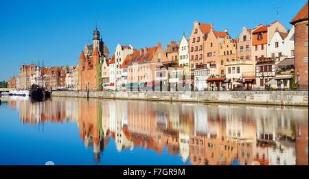 La vieille ville de Gdansk, crane gate sur les rives de la rivière Motlawa, Poméranie, Pologne Banque D'Images